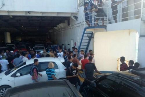 Mobil Avanza Tercebur ke Perairan Laut Sunda dari Kapal Feri