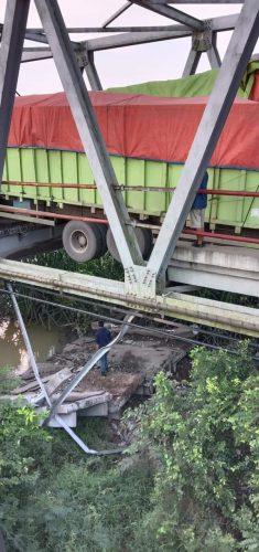 Jembatan Penghubung Lampung - Sumatera Selatan Putus, Pengendara Dihimbau Melalui Jalur Lintas Tengah