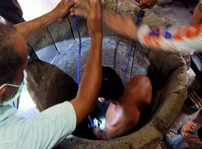 Polsek Dente Teladas Evakuasi Mayat IRT di Dalam Sumur