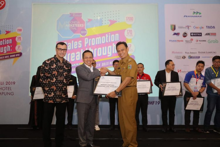 UBL Raih Penghargaan Industry Marketing Champions 2019 Sektor Education Service
