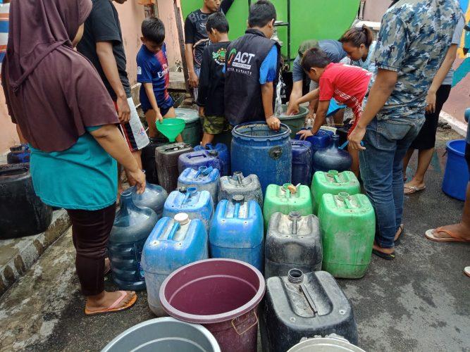 ACT Lampung Droping Air Bersih ke Kampung Rawa Laut