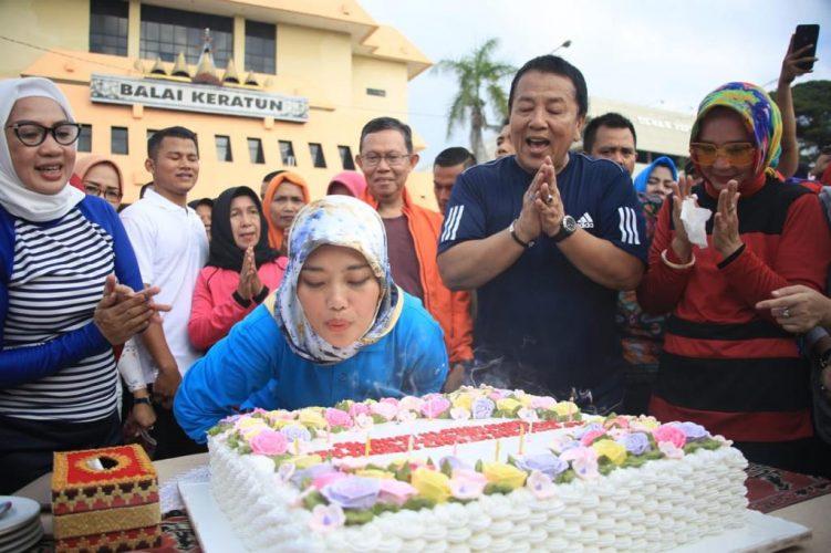Wakil Gubernur Nunik Hari ini Ulang Tahun ke 36