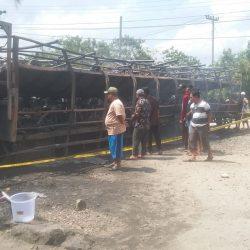 Polisi Buru Pelaku Pembakar Mobil Tronton Bermuatan 70 Unit Motor