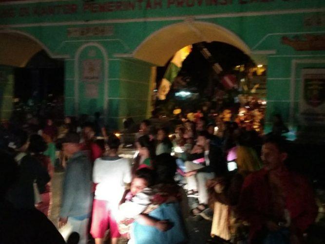 Pasca Gempa Warga Mengungsi ke Kantor Gubernur Lampung
