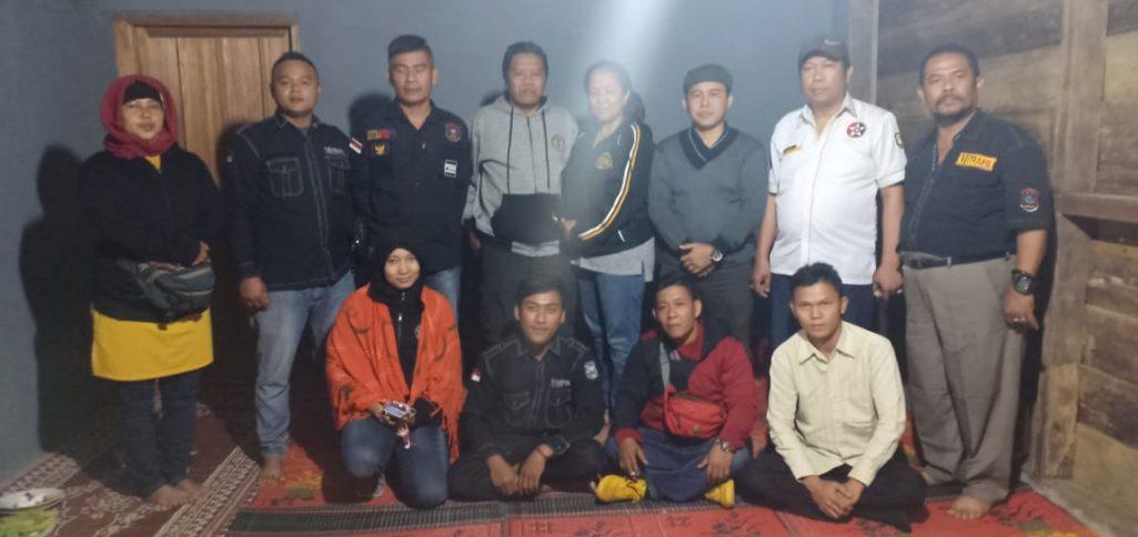 Pemred Mitrapol Hadiri Takziah Almarhum Biro Lampung Barat