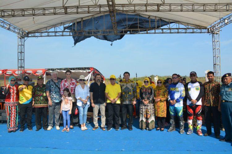 Pengukulan Gong Oleh Duta Besar Negara Slovakia Tutup Festival Waykambas 2019