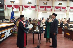 Kursi Ketua DPRD Kota Metro Resmi Dijabat Tondi