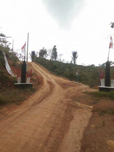 Pembangunan Jalan Kabupaten Lambar di Pekon Sumber Rejo Digantung Pemkab