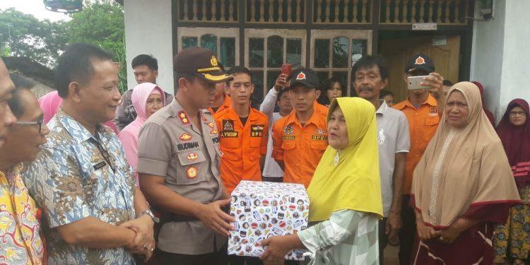 Kapolres Lampung Utara Kunjungi Korban Banjir