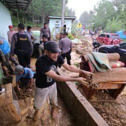 Gubernur Arinal Perintahkan Jajarannya Gerak Cepat Bantu Korban Banjir di Semaka Tanggamus