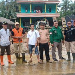 Wakil Ketua I DPRD Tanggamus Sambangi Lokasi Bencana Longsor dan Banjir