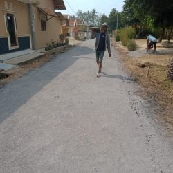 Desa Giriklopomulyo Realisasikan DD Bangun Jalan dan Drainase