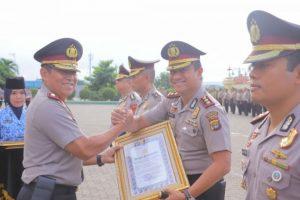Kapolres Lampung Barat Mendapatkan Pin Perak dan Piagam Penghargaan dari Kapolri