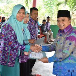 Wakil Bupati Edward Serahkan Sertifikat Guru Pendamping Muda