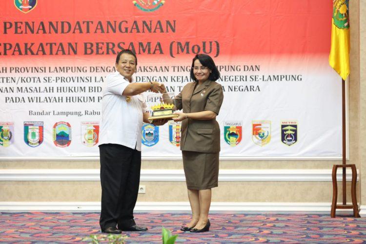Gubernur Arinal dan Kepala Daerah Kabupaten/Kota se-Lampung Tandatangani MoU dengan Kejaksaan