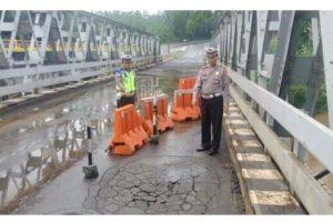 Jembatan Way Umpu Rusak, Satlantas Way Kanan Himbau Pengguna Jalan Berhati-hati